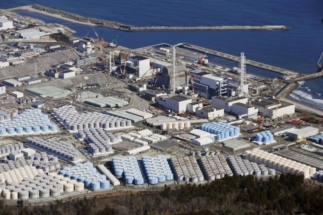 오염수 탱크가 설치된 후쿠시마 제1원전 전경. 교도=연합뉴스