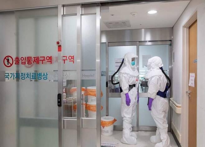 코로나19 확진자가 입원·치료하고 있는 울산대병원 음압병실