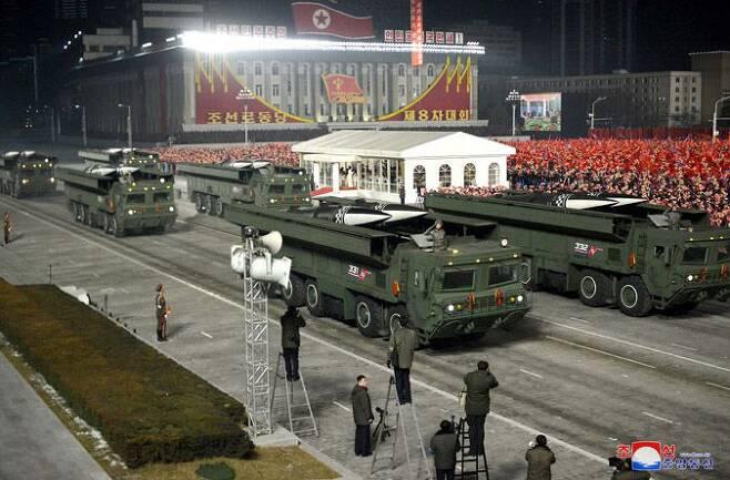 지난 1월 북한 열병식에 등장한 북한판 이스칸데르(KN-23) 개량형 탄도미사일. /조선중앙통신 연합뉴스