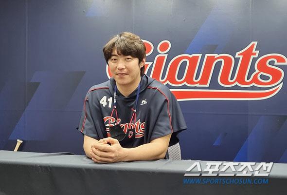인터뷰에 임한 김대우. 김영록 기자