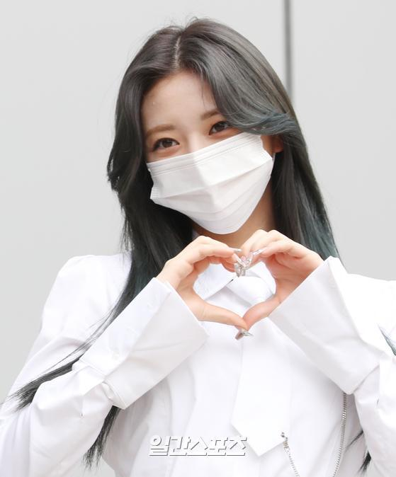 Yuna, a member of ITZY Yezi, Lia, Ryu Jin, Chae Ryeong, and Yuna, poses during the recording of JTBC entertainment program Knowing Brother at JTBC Studio Mountain in Janghang-dong, Goyang-si, Gyeonggi-do on the afternoon of the 22nd.ITZY will release its new mini album GUESS WHO at the same time around the world on the 30th and will open the era of the heyday once again.Copyrightsc, JTBC Content Hub Co., Ltd. All Rights Reserved.