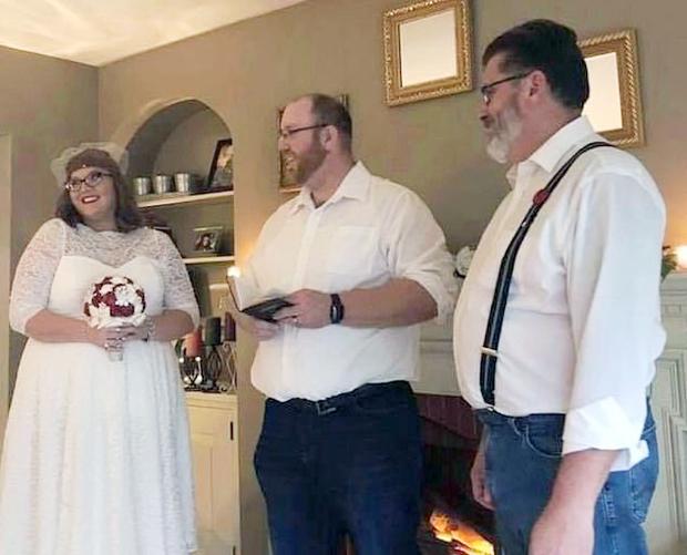 2016년 각자의 결혼 생활을 끝낸 두 사람은 이혼 절차가 모두 마무리된 이듬해부터 본격적으로 교제를 시작했다. 2018년 에리카가 제프의 아이를 가진 후에는 곧바로 식을 올리고 정식 부부가 됐다.