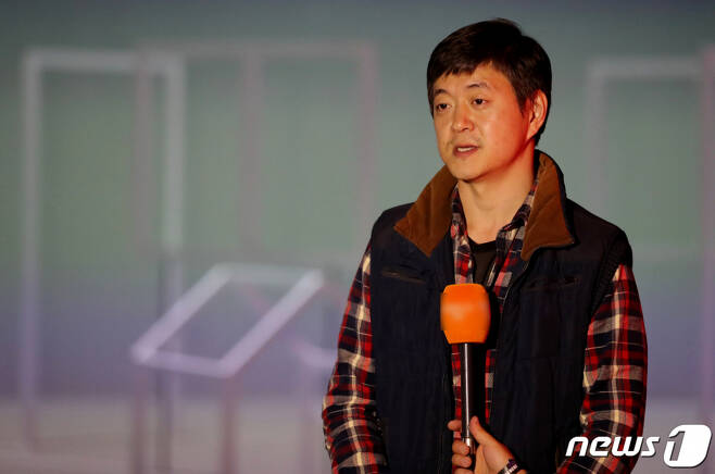 지난해 10월 22일 오후 인천시 영종도 파라다이스 시티에서 문재인 대통령 아들 문준용씨가 자신의 작품을 설명하고 있다. /사진=뉴스1