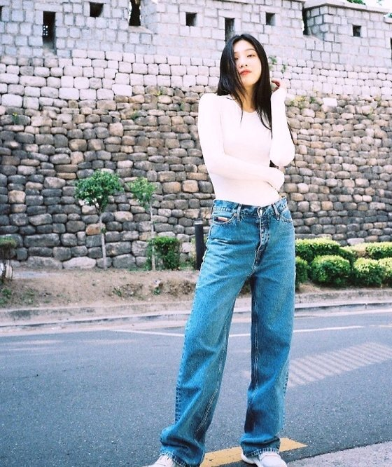 Group Red Velvet Joy reveals recent statusJoy posted several photos on his SNS on the 27th with heart emoticons.The photo shows Joy posing with a gentle eye. The casual styling and shining beauty in the retro mood attract attention.On the other hand, Joy released a collaboration soundtrack with Webtoons right love guide on the 15th, Why is love always easy?Copyrightsc, JTBC Content Hub Co., Ltd. All Rights Reserved.