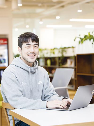 당근마켓에서 일하는 서버개발자 변규현 씨. <최영재 기자>