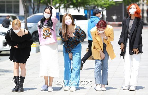 Group ITZY poses at the Power FM Choi Hwa-jungs Power Time held at the Mok-dong district SBS in Seoul Yangcheon District on the afternoon of the 3rd.05. 03/Copyrightsc, JTBC Content Hub Co., Ltd. All Rights Reserved.