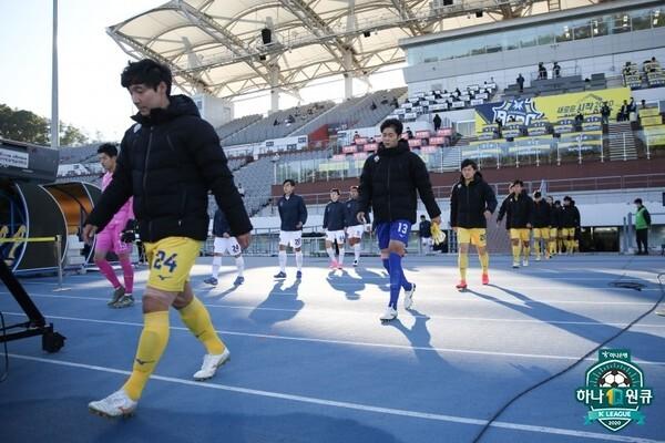 충남아산FC 선수단. 한국프로축구연맹