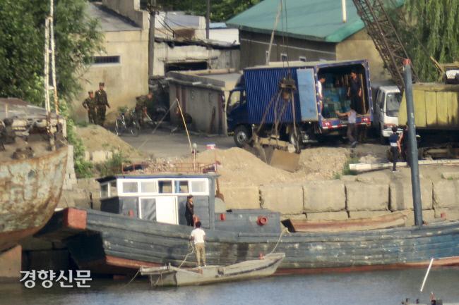 지난 2018년 7월 중국 단동에서 바라본 압록강 건너 북한 신의주 북신의주 지역의 모습. 이준헌 기자