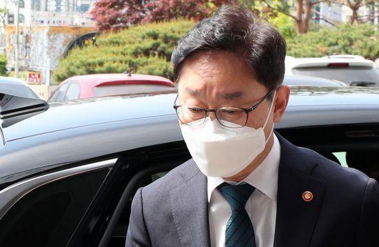 13일 박범계 법무부 장관이 강원 춘천지검을 방문하고 있다. [이미지출처=연합뉴스]