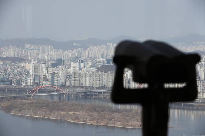서울 영등포구 63빌딩 전망대에서 바라본 서울 아파트 밀집지역 모습. [연합]