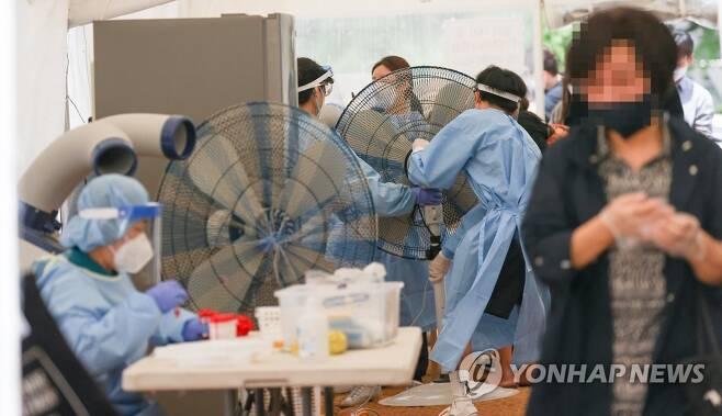 서울 용산역 임시선별검사소 [연합뉴스 자료사진]