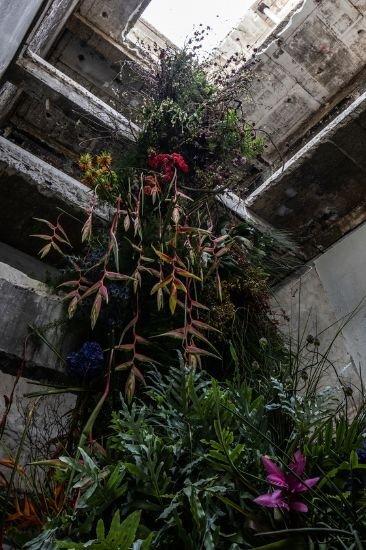 금호 알베르에 설치된 플라워 작품. 박소희, 하수민, 임지숙 세 명의 플로리스트들이 협업한 작품이다. 사진 CFC 홍기웅