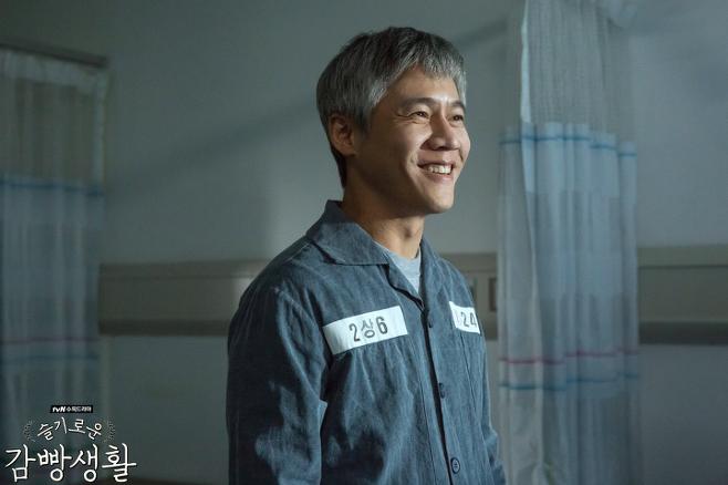 출처: 박호산이 문래동 카이스트로 열연한 드라마 <슬기로운 감빵생활> | tvN