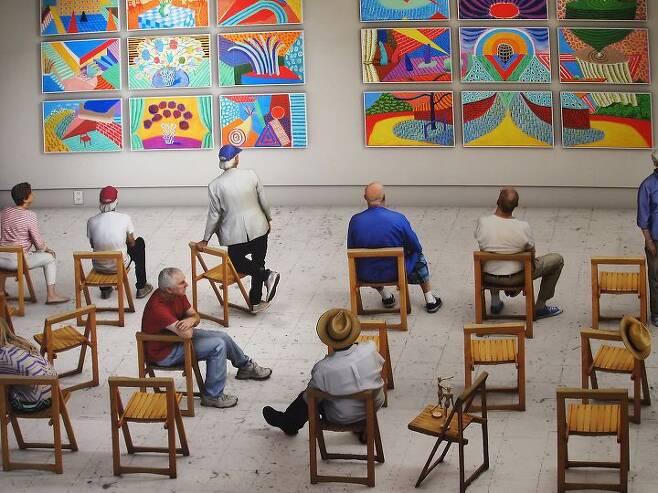 출처: 세부 화면. David Hockney_Pictures at an Exhibition_2018_ photographic drawing printed on 8 sheets of paper_273x 871cm   사진제공 구하우스
