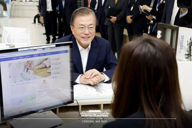 출처: (필승코리아펀드에 가입한 문재인 대통령 ⓒ청와대)