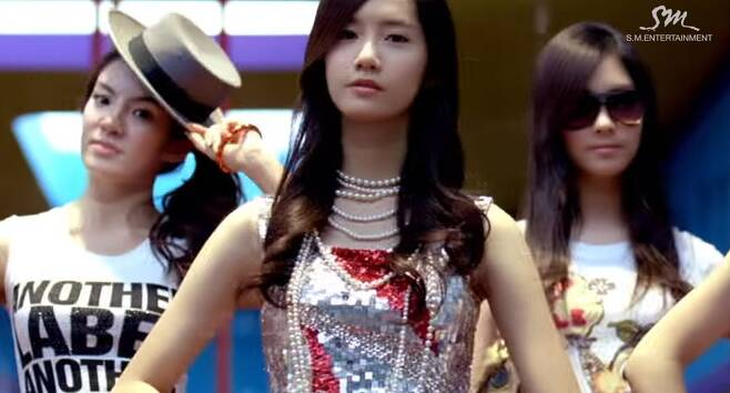 출처: 'GEE' 뮤직비디오 캡처