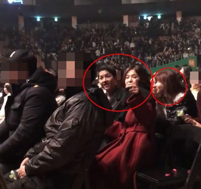 출처: 송중기·송혜교 부부, 아이유 콘서트서 `공개 데이트` 포착