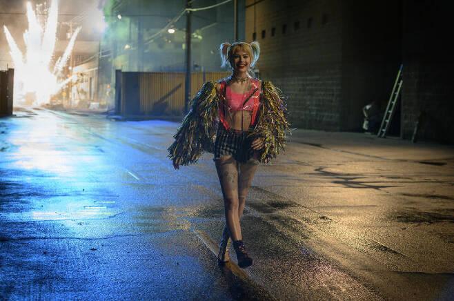 출처: 영화 <버즈 오브 프레이(할리 퀸의 황홀한 해방)> 표지 및 사진 ⓒ 워너 브러더스 코리아(주)