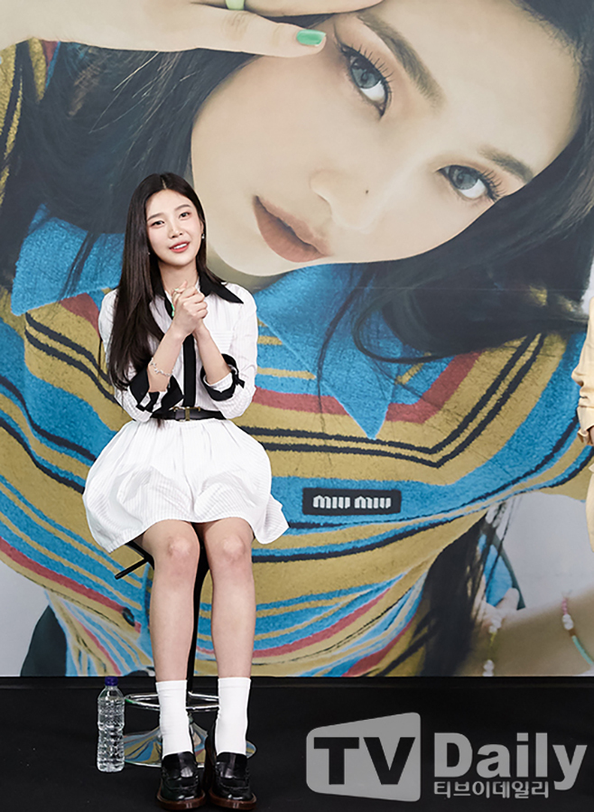 The group Red Velvet Joy conducted an online concert on the afternoon of the 31st to commemorate the release of his first solo album Hello.Joy, who attended the Concert on the day, poses.Photo: SM EnterAll rights reserved.