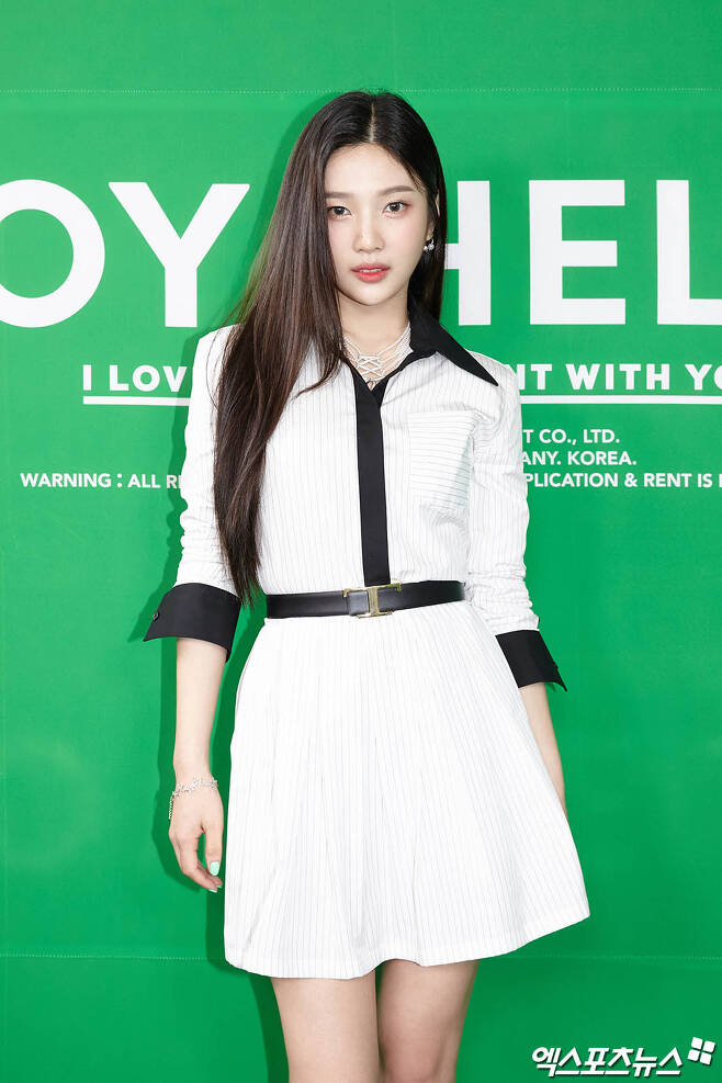 Concert commemorating Red Velvet Joys special album Hellos release was held online on the afternoon of the 31st.Joy has photo time ahead of the event.Copyright c (xportsnews. com)