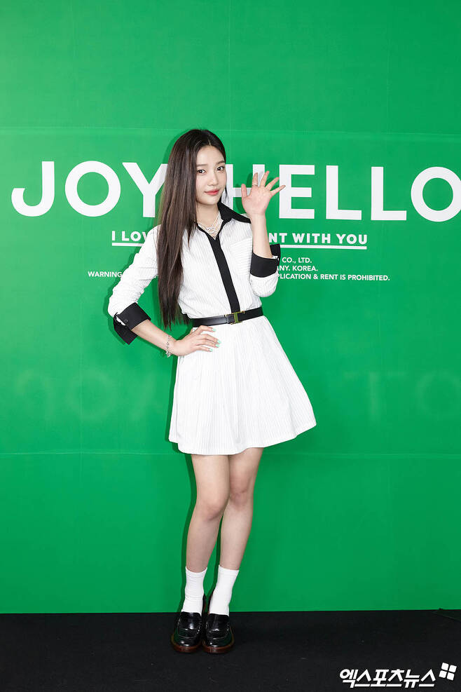 On the afternoon of the 31st, a note-taking commemorating the release of Red Velvet Joys special album Hello was held online; Joy has photo time ahead of the event.Copyright c (xportsnews. com)