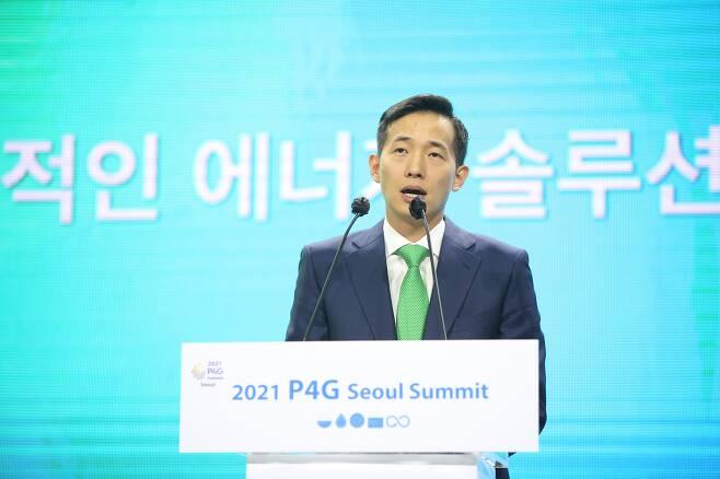 김동관 한화솔루션 대표가 31일 '더 푸르른 지구를 위한 저탄소 에너지 해법'을 주제로 열린 '2021 PG4 서울 정상회의' 에너지 세션에 참석해 기조연설을 하고 있다. /한화솔루션 제공