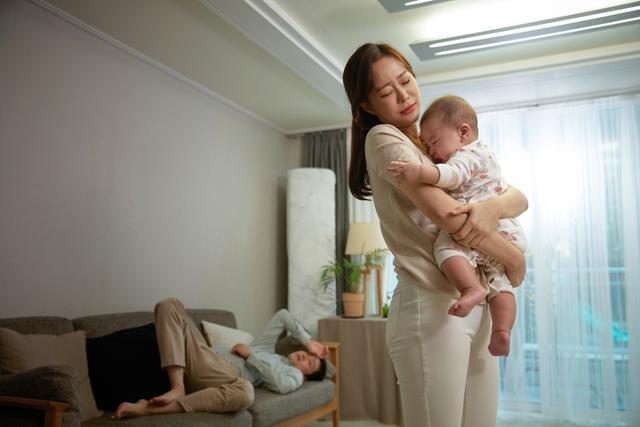 어린 자녀가 고열에다 옆구리 통증으로 호소하면 소변이 거꾸로 흐르는 방광 요관 역류일 가능성도 없지 않다. 게티이미지뱅크