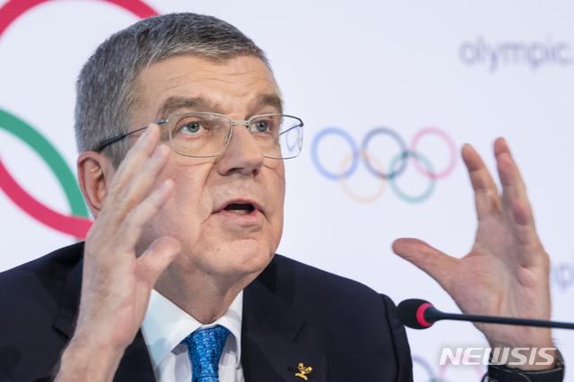 [로잔=AP/뉴시스]토마스 바흐 국제올림픽위원회(IOC) 위원장이 지난해 3월4일(현지시간) 스위스 로잔에서 열린 이사회를 마치고 기자회견하고 있다. 2021.06.11.
