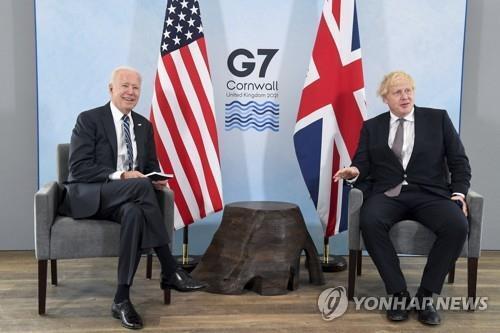 조 바이든(왼쪽) 미국 대통령과 보리스 존슨 영국 총리 [AP=연합뉴스]