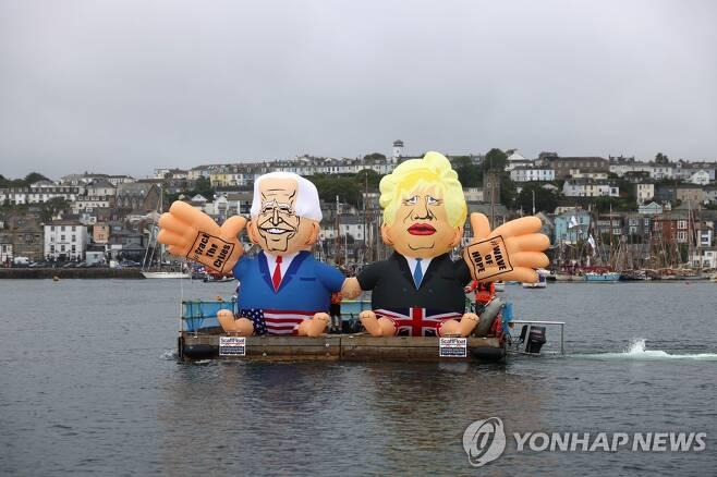 G7 정상회의 시위대 [로이터=연합뉴스 자료사진]