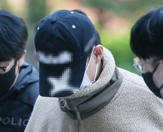 30대 누나를 살해하고 시신을 유기한 혐의를 받는 20대 남동생 A씨. 연합뉴스