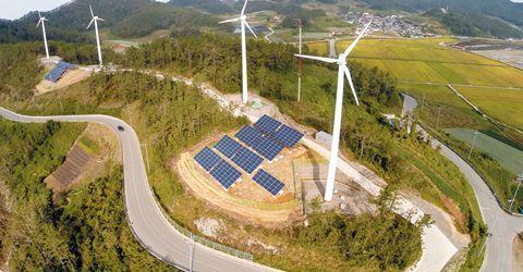 전남 진도군 가사도에 설치된 풍력과 태양광 발전 시설.
