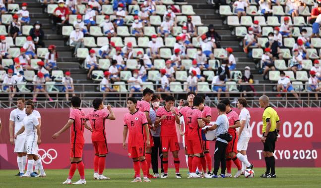 물 마시는 선수들. 가시마 | 연합뉴스