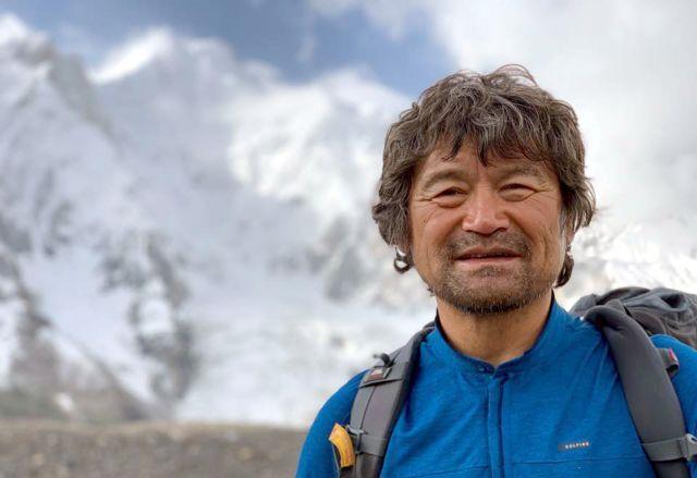 광주시산악연맹은 열 손가락 없는 산악인 김홍빈 대장이 브로드피크(해발 8047m) 정상 등정에 성공했다고 19일 밝혔다. 정상 도전을 앞두고 베이스캠프(5135m)에서 찍은 김홍빈 대장. 뉴시스