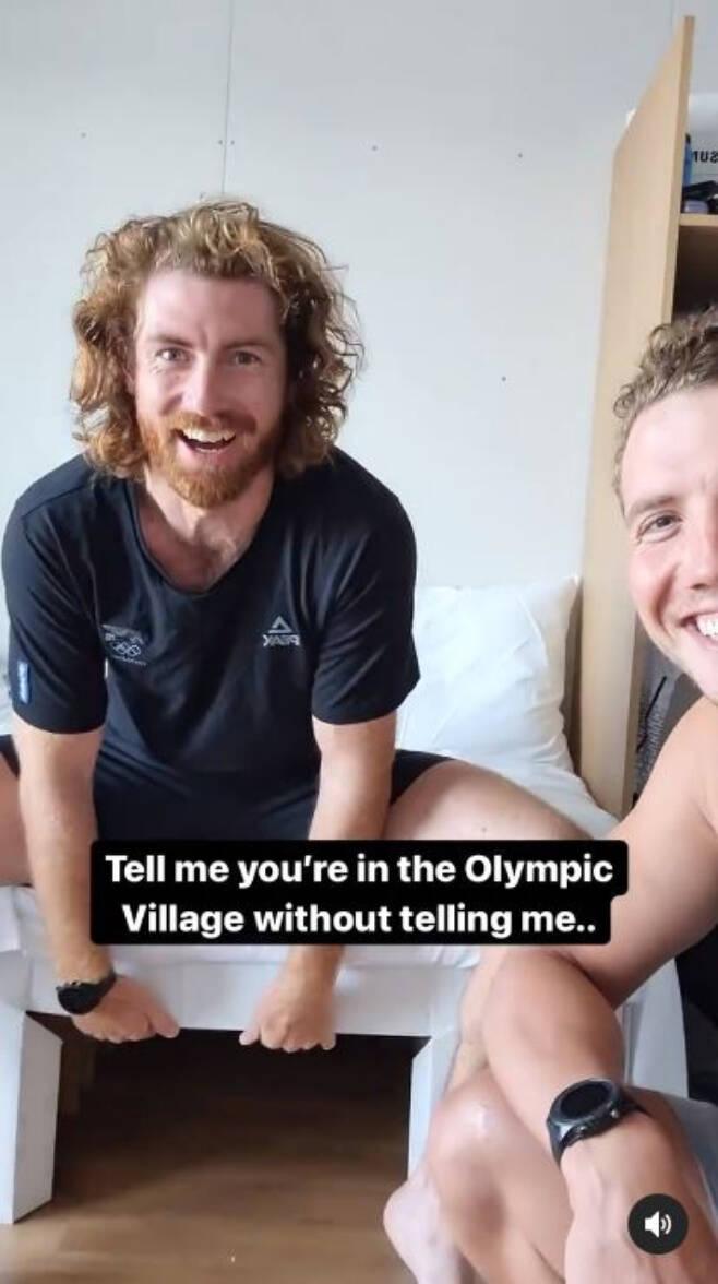 뉴질랜드 대표팀 인스타그램에 올라온 도쿄올림픽 선수촌 침대가 구겨지는 영상 캡처