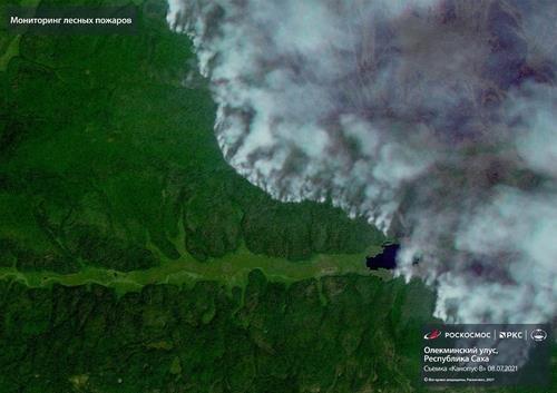 지난 8일 우주에서 내려다본 사하공화국 산불 화재 현장의 모습.  [러시아 연방우주공사(로스코스모스) 홈페이지 캡처. 재배포 및 DB화 금지]