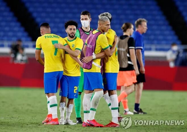 승리를 자축하는 브라질 선수들 [로이터=연합뉴스]