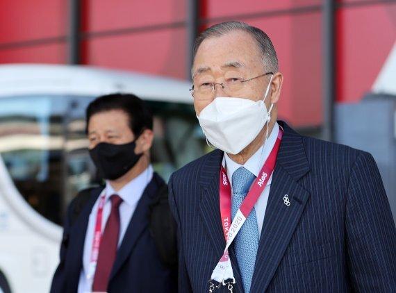 반기문 전 유엔 사무총장이 지난 19일 도쿄올림픽 개막식 참석을 위해 일본 나리타 국제공항에 도착했다. 반 전 총장은 현지 일정을 마친 뒤 24일 귀국했다. 뉴스1