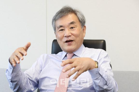 이상돈 중앙대 명예교수가 지난 22일 서울 중구 이데일리 사옥에서 인터뷰를 하고 있다. (사진=이영훈 기자)