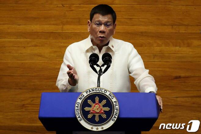 로드리고 두테르테 필리핀 대통령이 26일(현지시간) 대국민 연설을 하고 있다. © 로이터=뉴스1