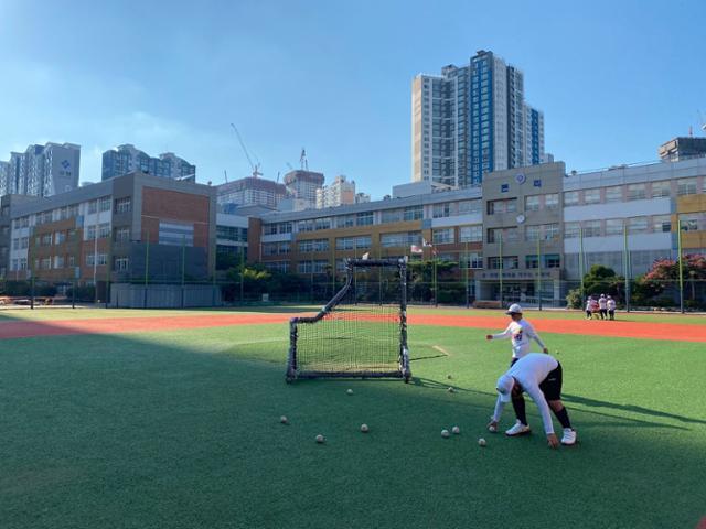 대구 본리초등학교 야구장. 경북 지역 야구팀과 비교할 수 없을 정도로 인프라가 잘 갖추어져 있다. 박상은 기자