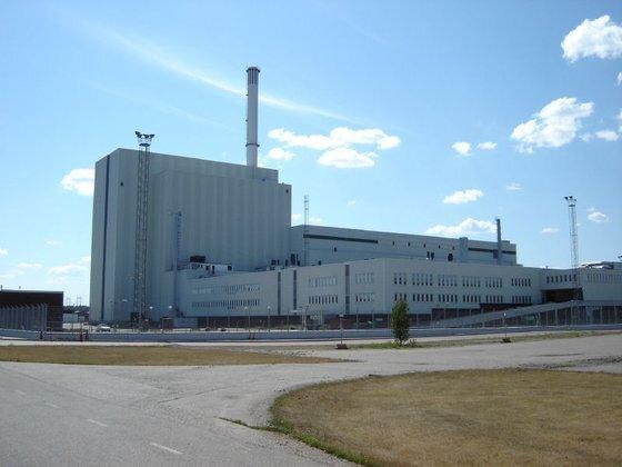 스웨덴은 탈원전 국가로 알려져 있지만, 연정에 참여한 정당의 성향에 따라 원전 정책이 조금씩 바뀌는 나라다. 40여년 전 원전반대 측이 연정을 구성하면서 원전의 단계적 폐쇄를 결정했지만, 때에 따라 수명이 끝난 원자로를 영구 폐쇄하는 대신 원자로 교체를 하는 등 융통성 있게 원전을 운용하고 있다. 사진은 2006년 8월 촬영한 포르스마크 원전. 출처 Emiliano Marin