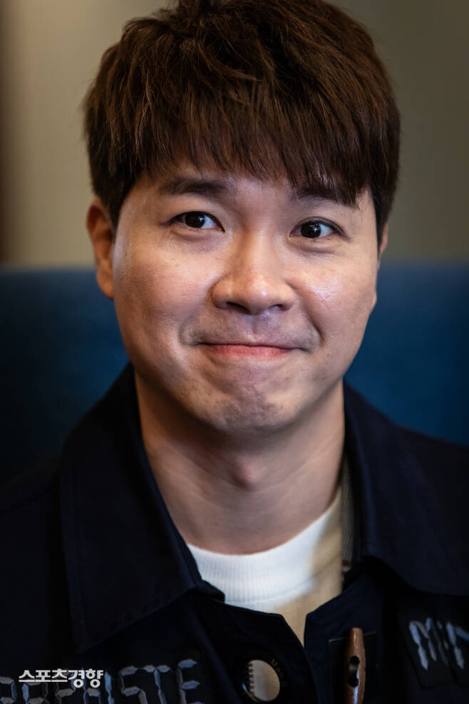 박수홍이 4년간 교제해온 연인과 깜짝 결혼 발표를 선언하며 그를 둘러싼 여러 시선이 오가고 있다. 이선명 기자