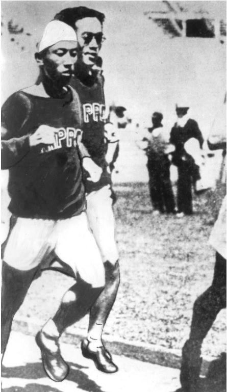 1932년  제10회 LA올림픽에 마라톤 대표로 출전한 김은배(왼쪽)와 권태하. 일장기를 달았지만, 조선인 첫 올림픽 출전이었다. 김은배는 당당히 6위에 입상했다./대한체육회 공식블로그