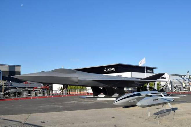 2019년 파리에서 열린 파리에어쇼에미래 공중전투체계(FCAS) 모형과 함께 FCAS와 공동운용하는 에어버스 무인기, MBDA의 공대지미사일이 전시되어 있다. 세계일보 자료사진