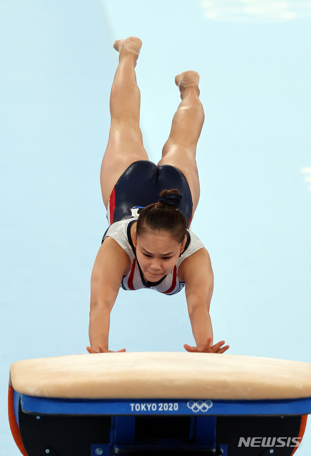 [도쿄(일본)=뉴시스] 올림픽사진취재단 = 대한민국 기계체조 여서정이 1일 일본 도쿄 아리아케 체조경기장에서 열린 '2020 도쿄올림픽' 여자 도마 결승에서 연기를 펼치고 있다. 2021.08.01. photo@newsis.com