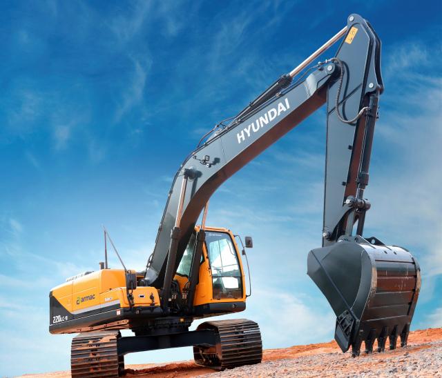 현대건설기계가 지난 7월 아르막에 인도한 22톤급 굴착기./사진제공=현대건설기계