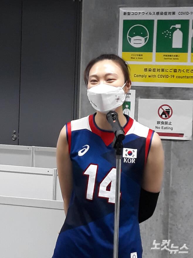 경기 후 취재진 인터뷰에서 웃어 보이는 양효진. 도쿄=노컷뉴스