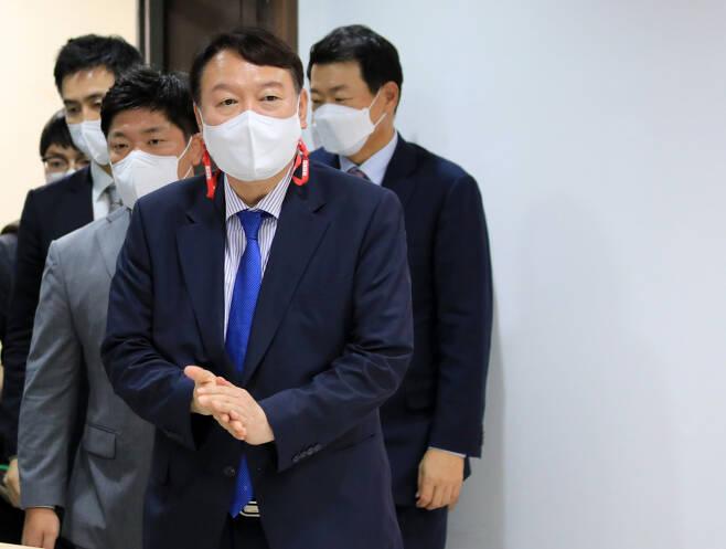 윤석열 전 검찰총장이 8월3일 오후 서울 은평구 은평갑 당원협의회를 방문하고 있다. ⓒ연합뉴스