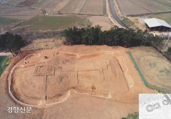 1991년 장고분 가운데 처음으로 내부구조를 밝힌 전남 함평 신덕고분. 전형적인 일본식 고분(장고분 혹은 전방후원분)으로 알려져 학계의 비상한 관심을 모았다. 그러나 발굴조사보고서는 나오지 않았다.|국립광주박물관 제공